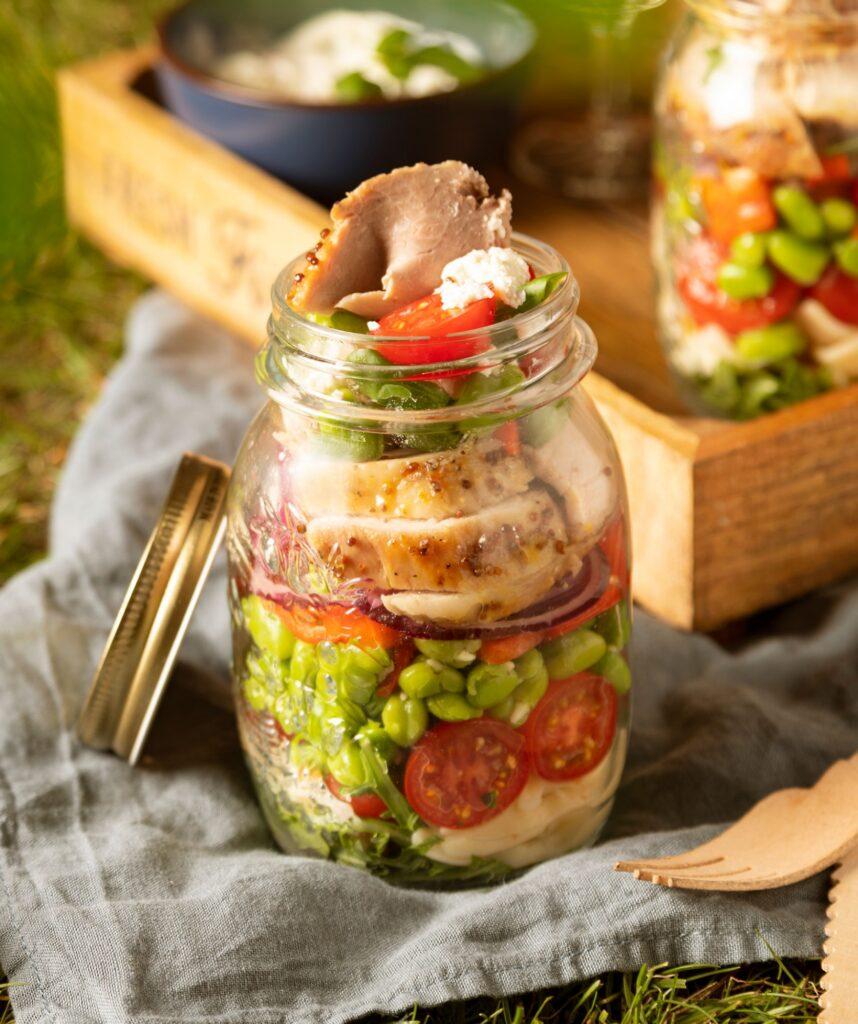 Dubbelgedopte tuinbonensalade met honingmosterdbeenham in a jar